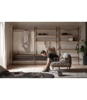 Theo煙燻橡木壁面層架組合(吊衣架與雙抽收納櫃組)